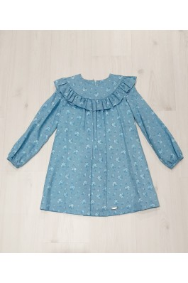 Vestido de niña con estampado azul
