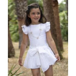 Vestido de niña con calados en blanco