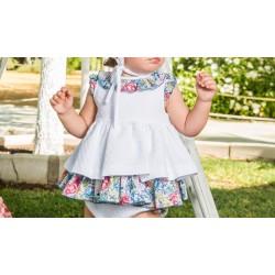 Vestido de bebé blanco con estampado floral