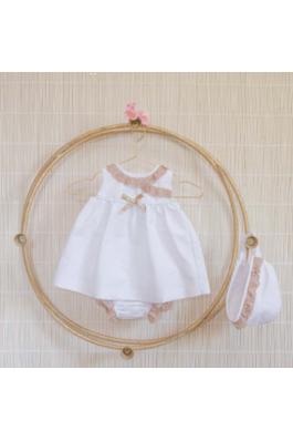 Vestido de bebe con puntillas en tostado