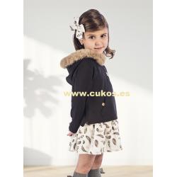 Vestido de niña con capucha de pelo